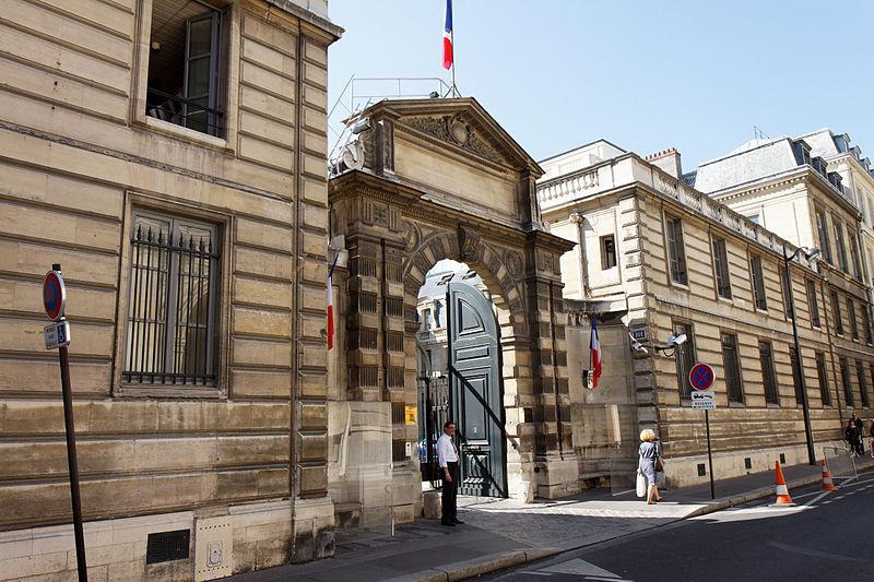Très Visite : La rue de Grenelle : hôtels particuliers, ambassades et  PZ94