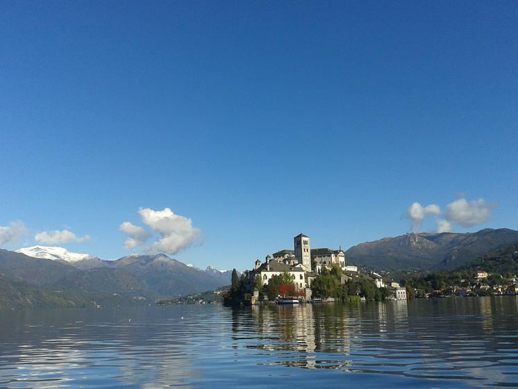 Guided tours on lake Orta