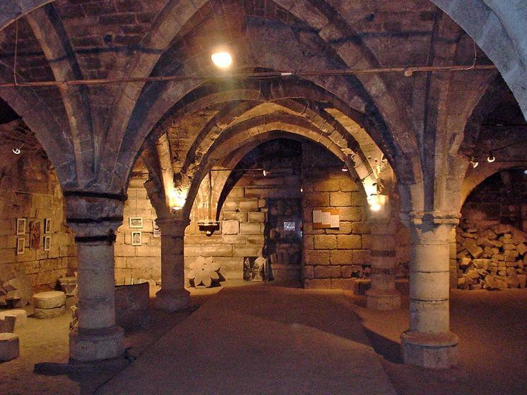 Visite caves m di vales autour de l 39 enceinte de l 39 an mil for Visite autour de paris